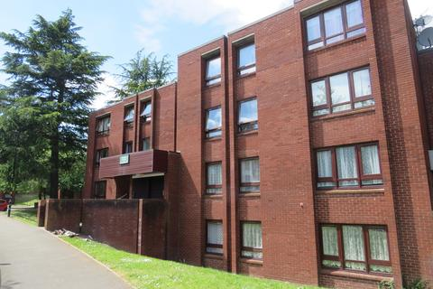 2 bedroom ground floor flat to rent - Woodfield Close, Four Oaks
