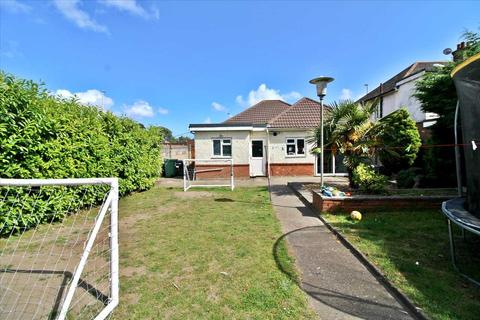 3 bedroom bungalow for sale - Ringwood Road, Poole
