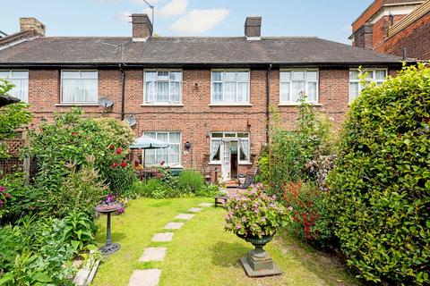 3 bedroom cottage for sale - Malam Gardens, London