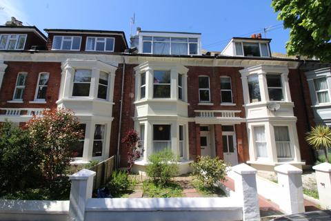 Flat to rent - Connaught Road, Hove BN3