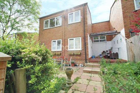 3 bedroom end of terrace house for sale - Bretton Close, Leicester