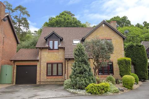 5 bedroom detached house to rent - Sandford Down, The Warren, Bracknell, Berkshire, RG12