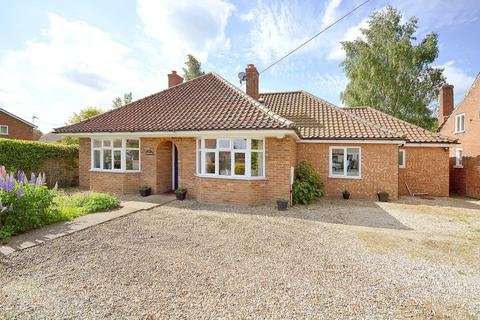 4 bedroom detached bungalow for sale - The Street, Hockering