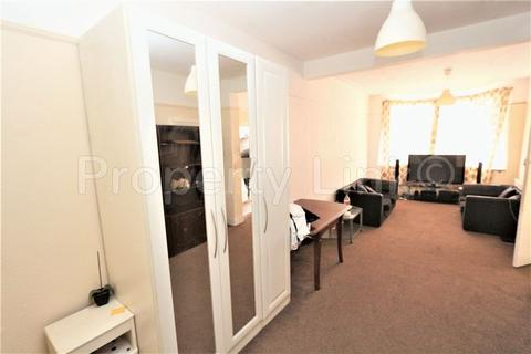 3 bedroom terraced house for sale - Three Bedroom House, Saxon Road, Ilford (off Ilford Lane)