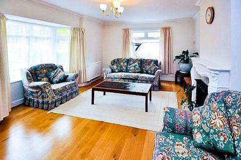 4 bedroom detached bungalow to rent - Fairfield Approach, Wraysbury, Staines-Upon-Thames