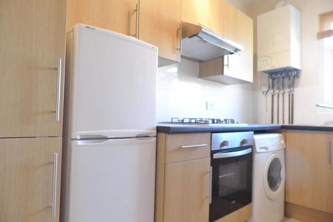 1 bedroom property to rent - Station Road
