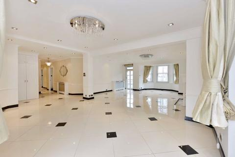 4 bedroom flat for sale - Neville Court, London, NW8