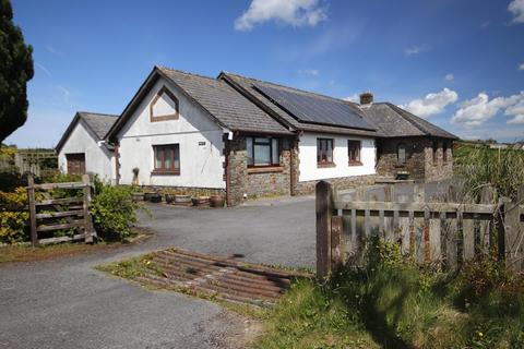 3 bedroom property with land for sale - Pentremeurig Road, Carmarthen