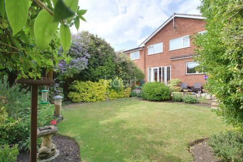 4 bedroom detached house for sale - Main Road, Hawkwell