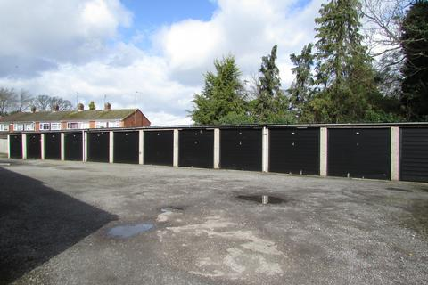 Garage to rent - Runley Road, Luton, Bedfordshire, LU1