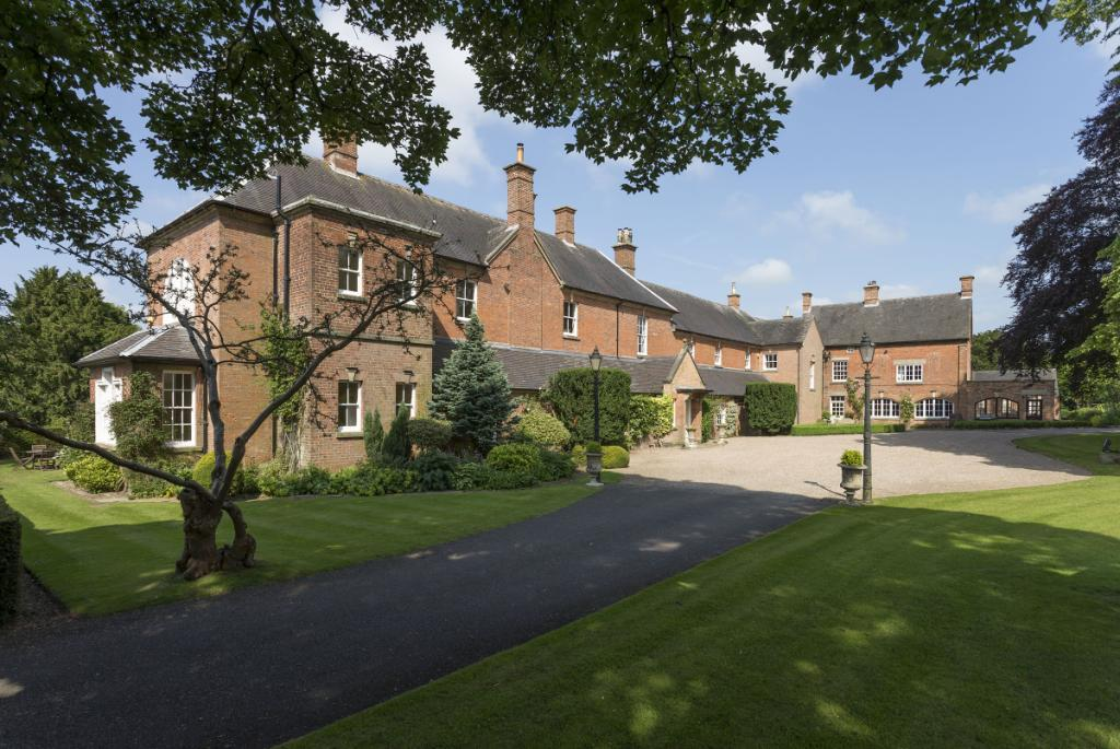 6 Bedrooms Detached House for sale in Bradley Hall, Ashbourne, Derbyshire