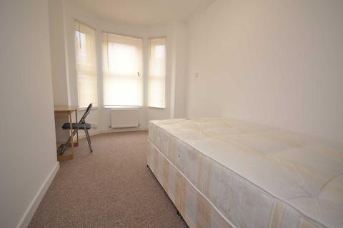 4 bedroom terraced house to rent - Liverpool Road, Reading