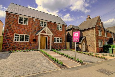4 bedroom detached house for sale - High Street, Chinnor
