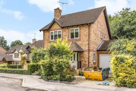 4 bedroom detached house to rent - Knights Way, Camberley, GU15