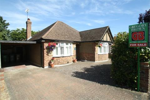 3 bedroom detached bungalow for sale - Penton Avenue, Staines-upon-Thames, Surrey