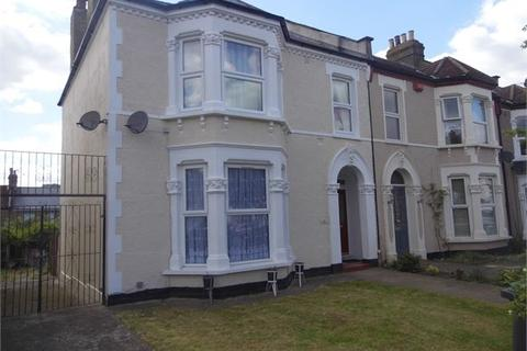 2 bedroom flat to rent - Wellmeadow Road, Catford, London, SE6 1HS