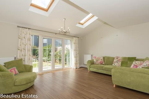 3 bedroom semi-detached house to rent - William Porter Close, Chelmsford, Essex, CM1
