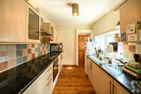 3 bedroom apartment to rent - Helmsley Road, Sandyford, NE2