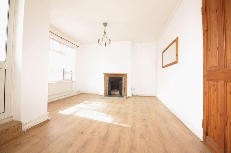 bethnal green e2 4 bed maisonette to rent 2 700 pcm. Black Bedroom Furniture Sets. Home Design Ideas