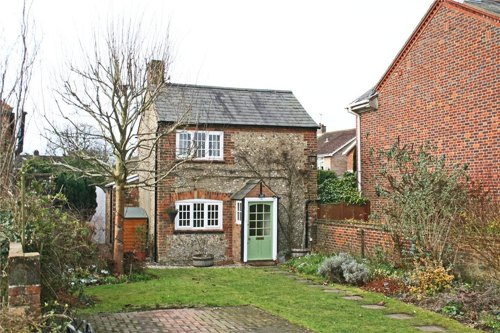 2 Bedrooms Detached House for sale in West Common, Redbourn, St. Albans, Hertfordshire
