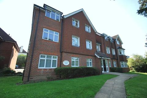 2 bedroom flat for sale - Hook Road, Chessington
