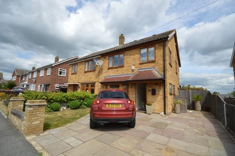 4 bedroom semi-detached house for sale - Maple Drive, Chelmsford, CM2