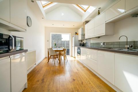 3 bedroom semi-detached house for sale - Ashley Park Road, Stockton Lane, YORK