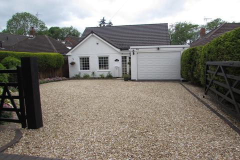 4 bedroom detached bungalow for sale - Earlswood Common, Earlswood
