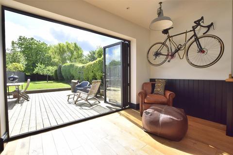 2 bedroom semi-detached house for sale - Copt Elm Road, Charlton Kings, CHELTENHAM, Gloucestershire, GL53