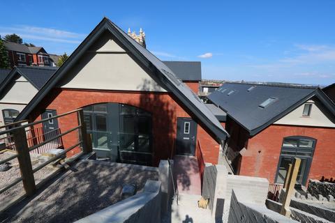 4 bedroom townhouse for sale - Windsor Road, Barry
