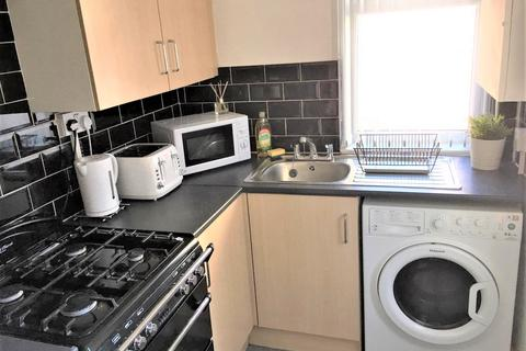 3 bedroom house share to rent - Blandford Road, Salford M6