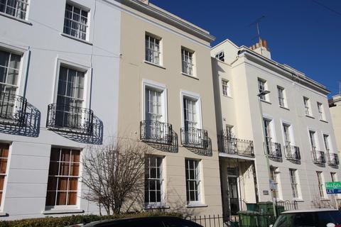 1 bedroom ground floor flat to rent - Montpellier Villas