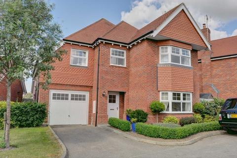 6 bedroom detached house to rent - Campbell Road, Marlow