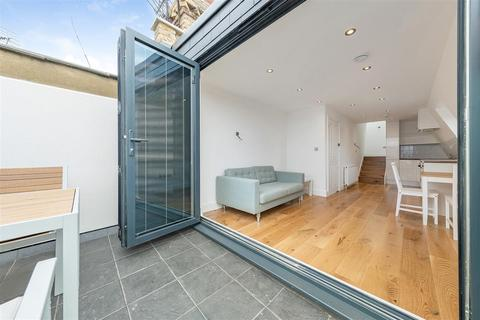 2 bedroom flat for sale - Latchmere Road, SW11
