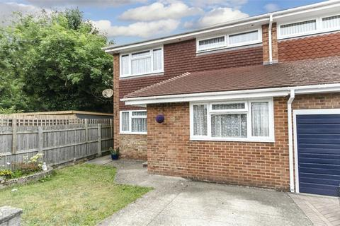 3 bedroom semi-detached house for sale - Finlay Close, Sholing, Southampton, Hampshire