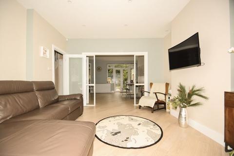 3 bedroom house to rent - Wilton Road, London