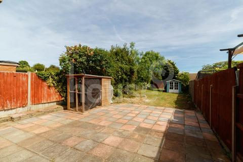 3 bedroom end of terrace house for sale - Prince Charles Avenue, Minster on Sea