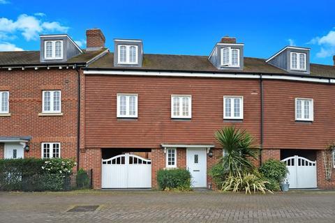 3 bedroom terraced house to rent - Wendover