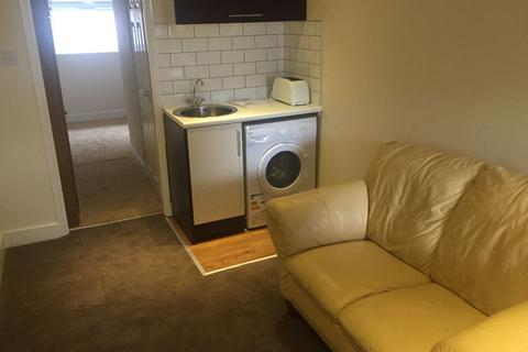 Studio to rent - Canvey Close, Crawley