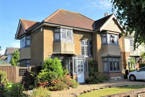 4 bedroom detached house for sale - Character Family Home