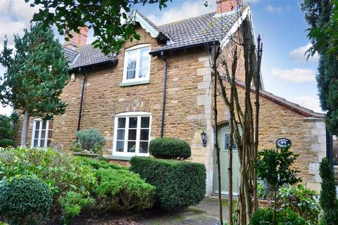 2 bedroom cottage for sale - Church Street, Barkston, Grantham
