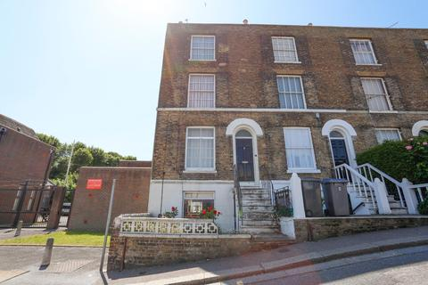 4 bedroom end of terrace house for sale - London Road, DOVER