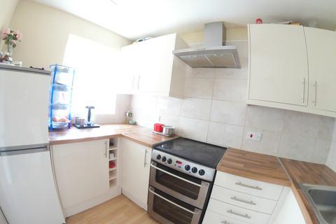 2 bedroom flat to rent - Claydon Court, Caversham