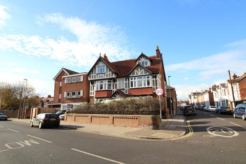 Studio to rent - Waverley Road, Southsea