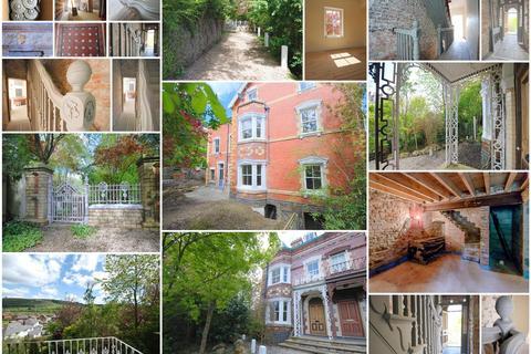 6 bedroom house for sale - Woodlands Road, Llanidloes