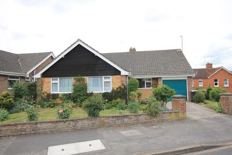 3 bedroom detached bungalow for sale - Pear Tree Lane, Newbury, RG14