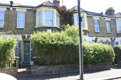 2 bedroom maisonette - Twickenham Road, E11