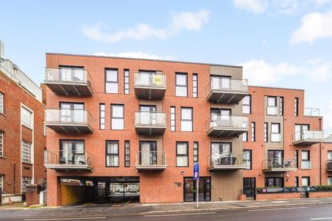3 bedroom penthouse for sale - Coombe Road, New Malden, KT3