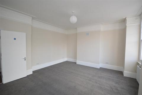 1 bedroom in a house share to rent - Lucien Road, Tooting