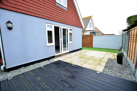 3 bedroom detached house to rent - Wellington Road, Peacehaven  BN1O